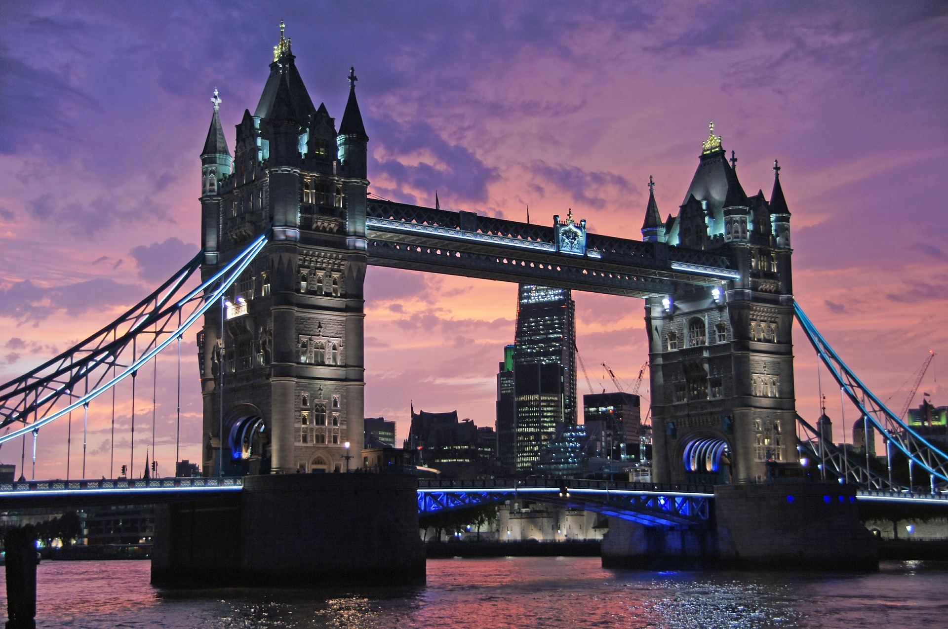 WAN-Sumit-London-2016.jpg