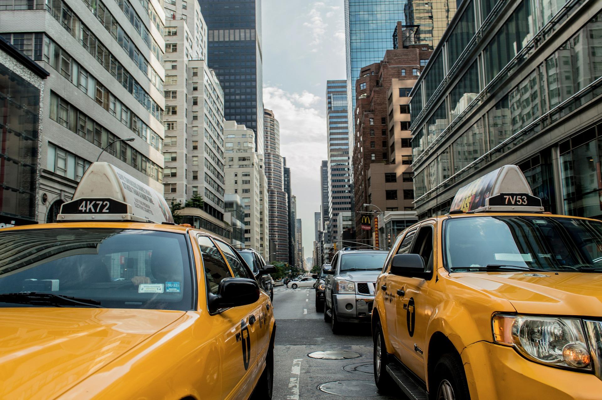 taxi-cab-381233_1920.jpg