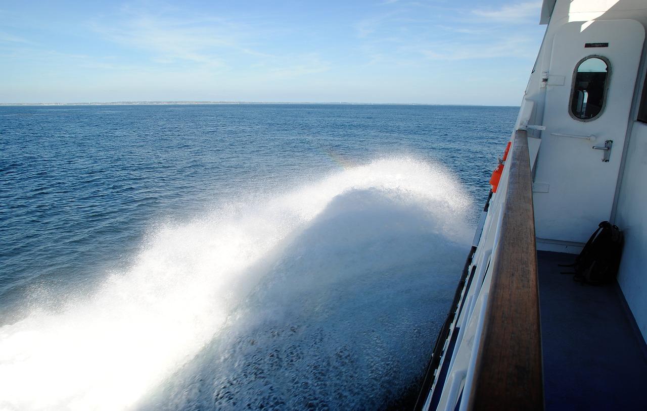 ferry-1977263_1280.jpg