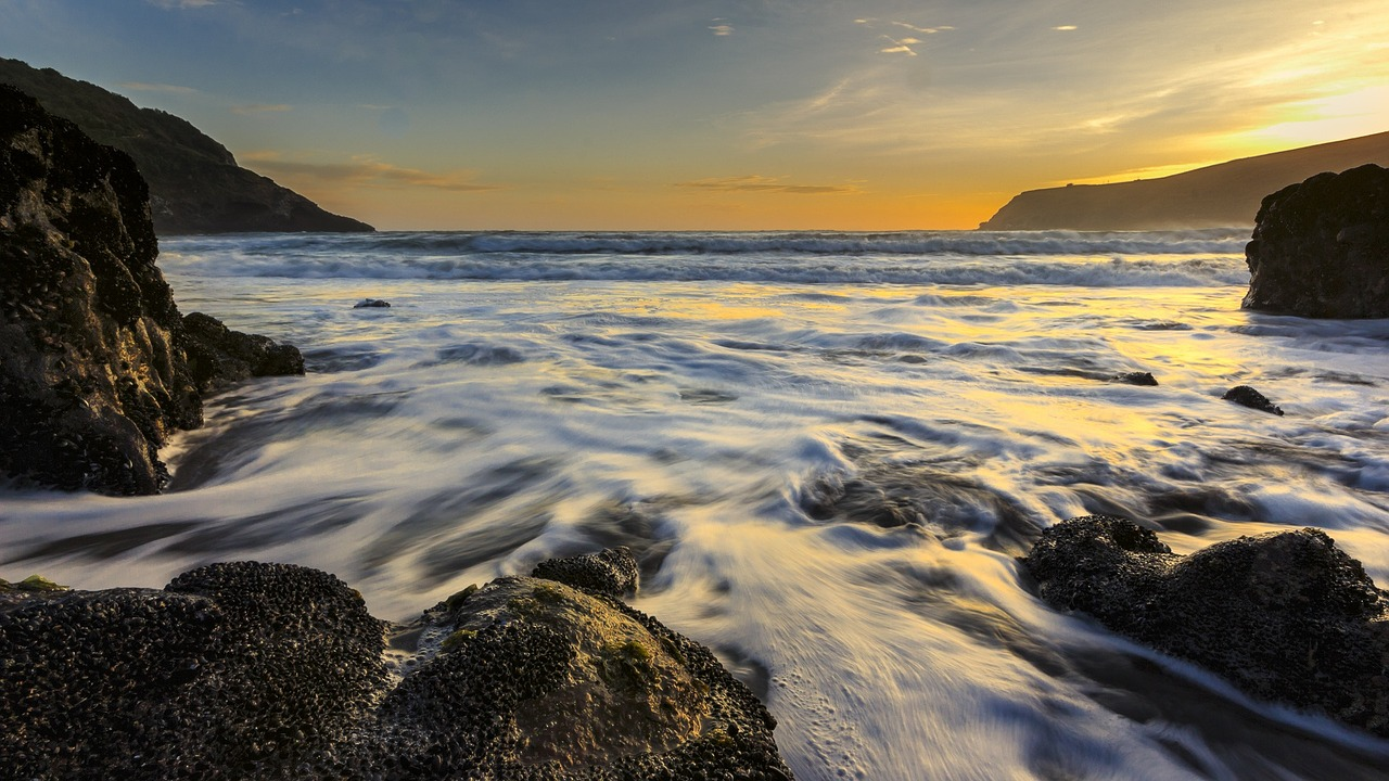 sunrise-ocean-submarine-cables.jpg