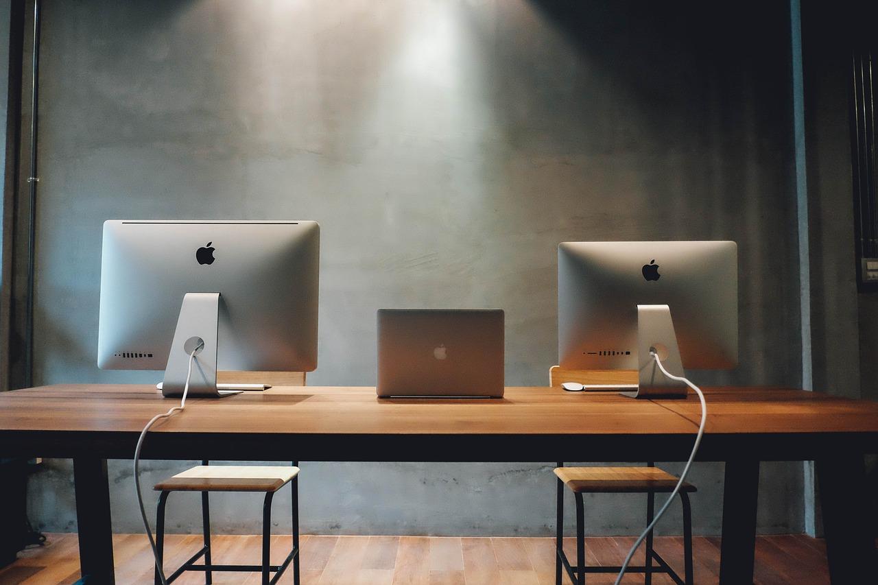 workspace-820315_1280.jpg