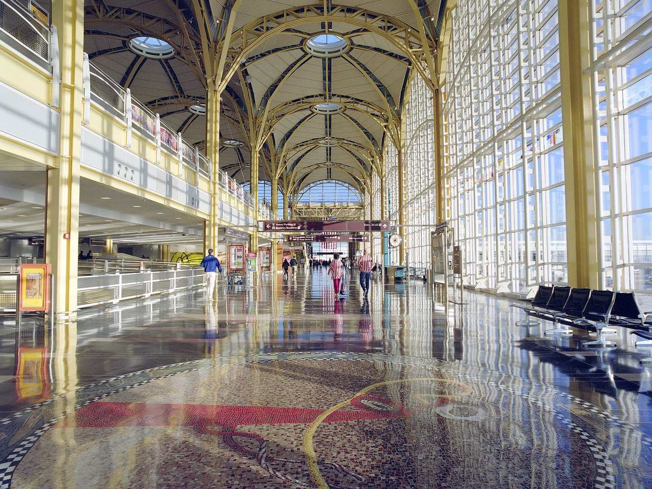 airport-1640407_1280