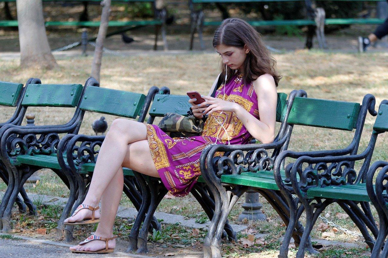 girl-5524565_1280