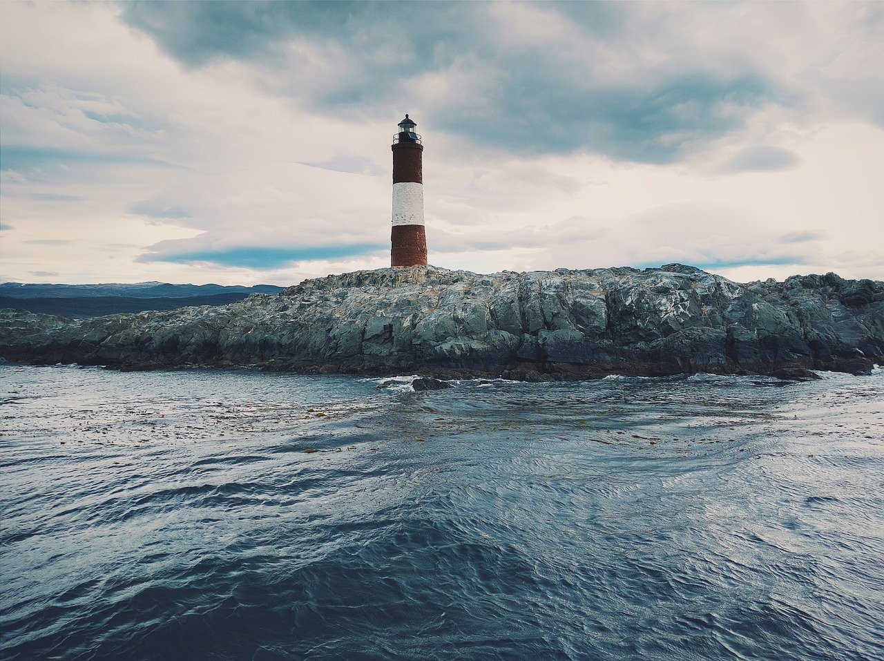 lighthouse-1209856_1280