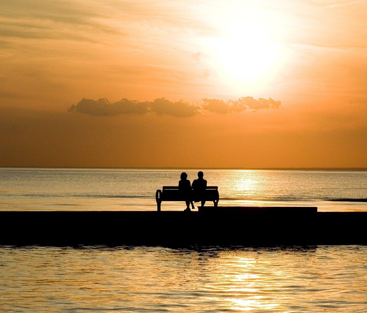 bench-1052066_1280