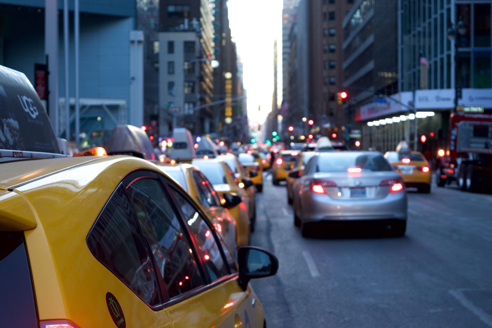 taxi-1209542_1920.jpg
