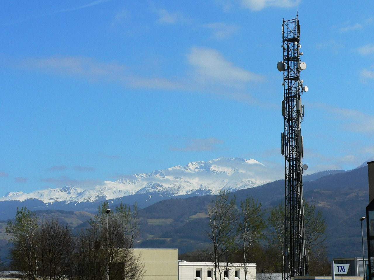To Buy or Not to Buy: That is the 700MHz Question